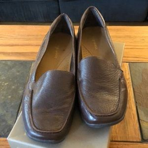 Easy spirit brown loafers. Size 7 1/2.